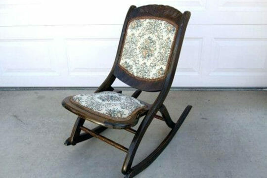 Get rocking chairs and other furniture with Roadie's shipping solutions